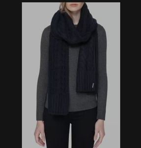 Soia & Kyo cable knit scarf navy blue